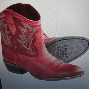 Ariat Billie Cowboy Boots.  Size 8.5